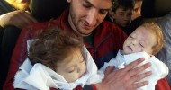 Bild:A man holds on to his twin babies after their deaths.(AP)